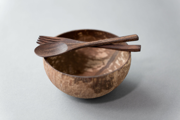 Wooden disposable dinnerware