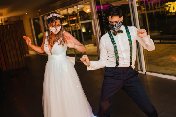 bride and groom dancing with COVID masks on